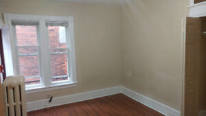 Bachelor Apartment in east central Hamilton for rent.