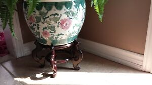 artifical with decor pot and stand Oakville / Halton Region Toronto (GTA) image 2