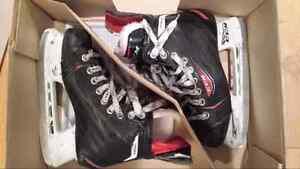 Patins CCM RBZ 60 JR Grandeur 2.5 - Size 2.5 Youth Hockey Skates