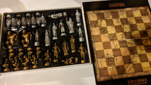 CHESS BOARD GAME - LORD OF THE RINGS SET