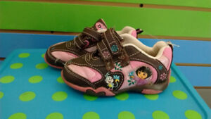 (303A) Girl's Sneakers DORA Size 5