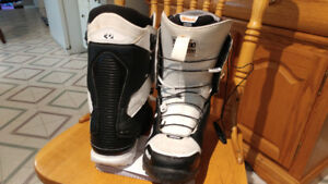 Men's ThirtyTwo Lashed snowboard boots, size 11.