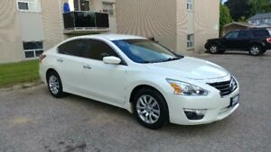 2013 Nissan Altima Sedan-Low mileage