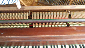 Piano lesage ( négociable!!)