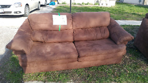 Two free couches available emmedietly