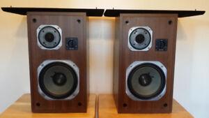 Yamaha NS-625 Home Stereo Speakers