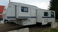 31' NOMAD! 2 SLIDE OUTS! NICE BIG RV  FOR PRICE OF POP-UP!