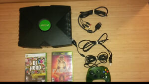 Near Mint XBOX w/1 Controller, Fable & DJ hero (game only)