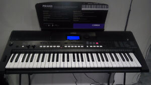 Yamaha PSR-E433 digital keyboard