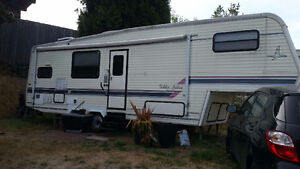 29 Foot Prowler 5th wheel for sale.  Steal of a Deal!