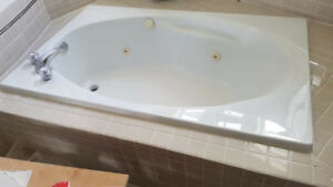 Acrylic spa bathtub