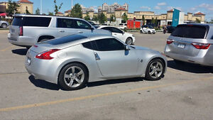 2009 Nissan 370Z Base Coupe (2 door) - Negotiable on Price