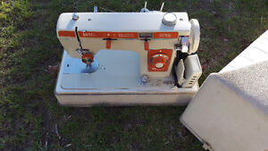 Brother Opus 781 Vintage Sewing Machine With Case Mint Condition