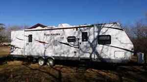 2011 Trailmaster  32' quad bunks