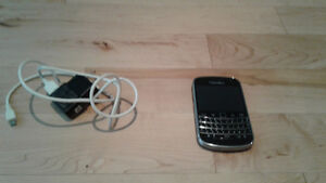 Blackberry 9900 Bold Telus/Koodo with charger