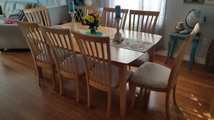 Maple dining table and chairs Sarnia Sarnia Area image 1