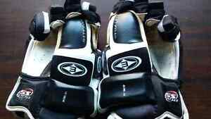 Easton Hockey Gloves  Peterborough Peterborough Area image 1