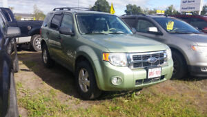 2008 Ford escape xlt 4x4 auto looks and  runs very. Well