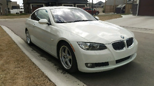 Beautiful 2009 BMW 328i with red leather interior!