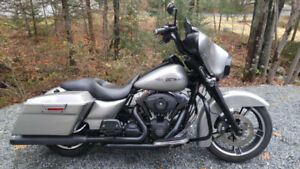 **FOR SALE** 2009 Harley Davidson Streetglide