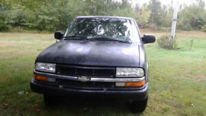 1999 Chevrolet S-10 Pickup Truck