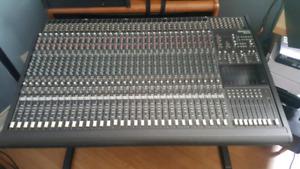 Mackie 32-8-2 Mixer