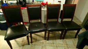Chaises à vendre.