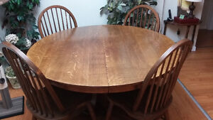 Dining table and 6 chairs Windsor Region Ontario image 1