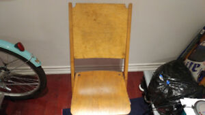VINTAGE WOODEN FOLDING CHAIR.