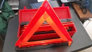 Emergency Warning Triangle Kit , 4 pieces, NEW