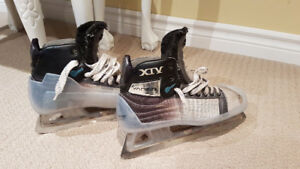 Goalie Skates Size 7.5 Great condition lots of blade