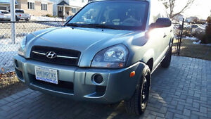 2008 Hyundai Tuscon / Loaded / 2 sets of tires / heated seats..