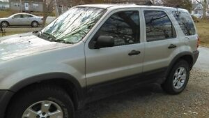 2004 Ford Escape green SUV, Crossover