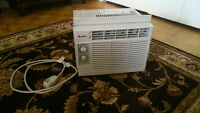 Like-New 5000 BTU Air Conditioner - Climatiseur