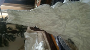 WEDDING GOWN BRAND NEW WITH TAGS SZ 14