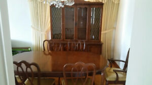 Viscol Victoriaville Dining Room Set