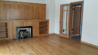 Sunny upstairs South Side Suite - Utilities Included