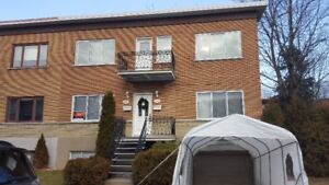 A louer - for rent 4 1/2 - 2 bedrooms duplex Laval metro station