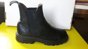 Roots pull up boots
