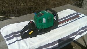 """Gas Powered 22"""" Hedge Trimmer"""