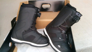 Brand new men snowboarding boots, size 8