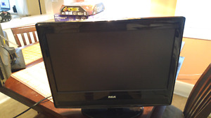 "RCA 19"" Inch LCD Flat Screen TV With Built-In DVD Player!"