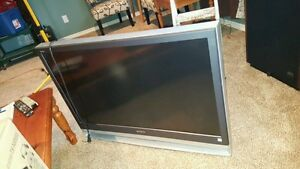 Sony Wega 42 Projection TV and Matching Stand