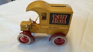 Collectible Diecast Truck bank NEW HOLLAND  NH