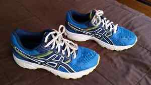 Boys Asics Runners. Size 4. Excellent condition