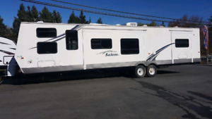 2007 SALEM 39 FOOT PARK MODEL WITH BUNKS.