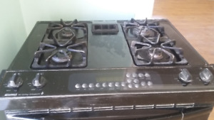 GAS STOVE (RANGE) in good working condition