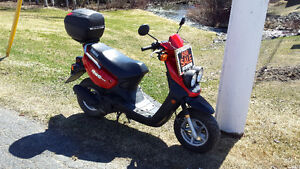 2004 YAMAHA BWS 50 SCOOTER WITH REAR HELMET CARRIER