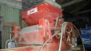 Champion #20 Roller Mill, oats or mix grain Stratford Kitchener Area image 1