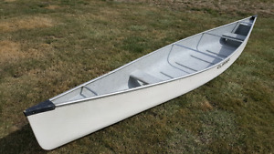 Used 17' clipper canoe (model cascade)